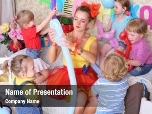 Kids five happy facilitator make