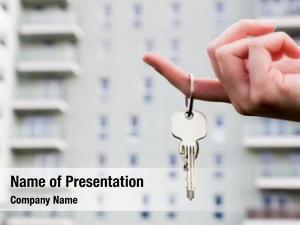 Agent real estate holding keys