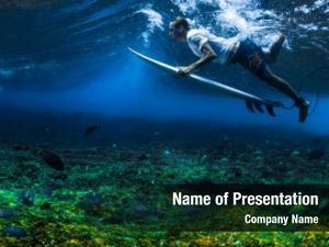 Under surfer dives wave his