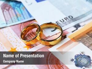 Rings golden wedding banknotes
