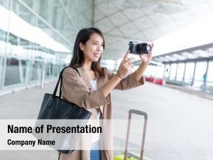 Photo woman taking digital camera