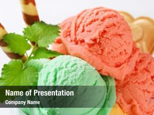 Sundae ice cream pistachio strawberry
