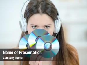 Bunch woman holding cds