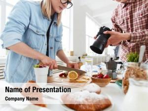 Food stylist and food photographer
