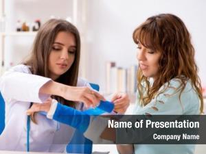 Traumatologist female doctor bandaging female