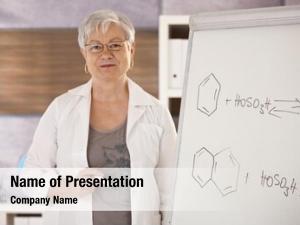 Chemistry senior teaching school, explaining