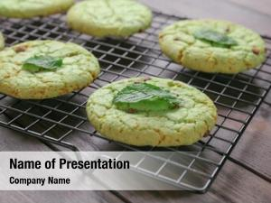 Baking grid with mint