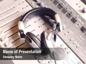 Headphones mixing console