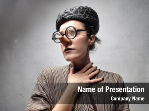 Thick woman disguised glasses fake
